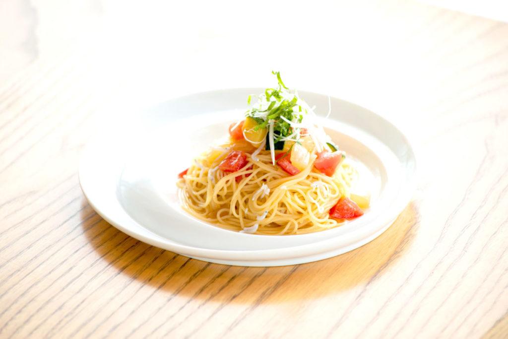 夏野菜とシラスの冷製ゆず胡椒パスタ